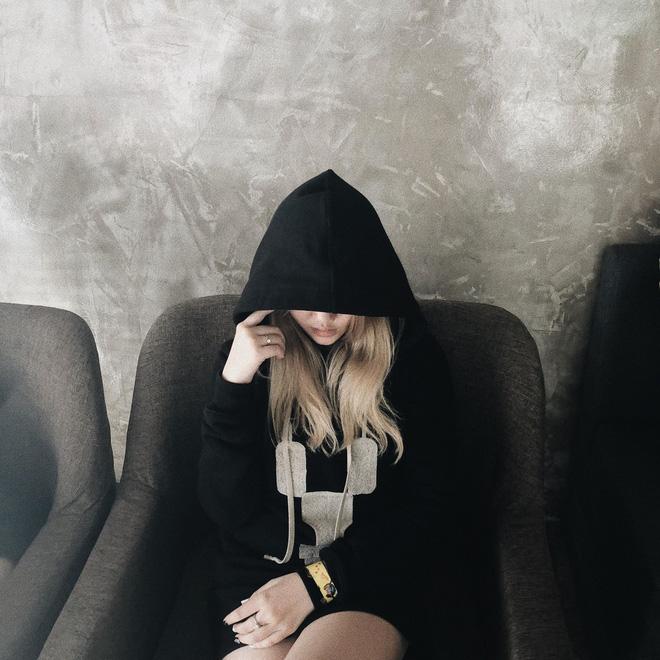Cô gái trẻ có cá tính mạnh thể hiện trong những bức hình.