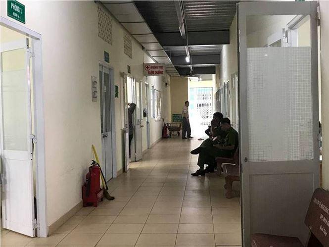 Công an túc trực tại phòng bệnh của Sơn.