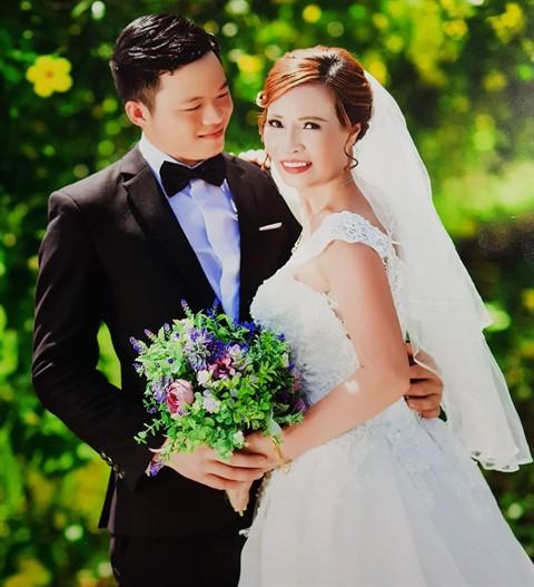 Ảnh cưới vợ chồng chị Sao. Ảnh: Facebook.