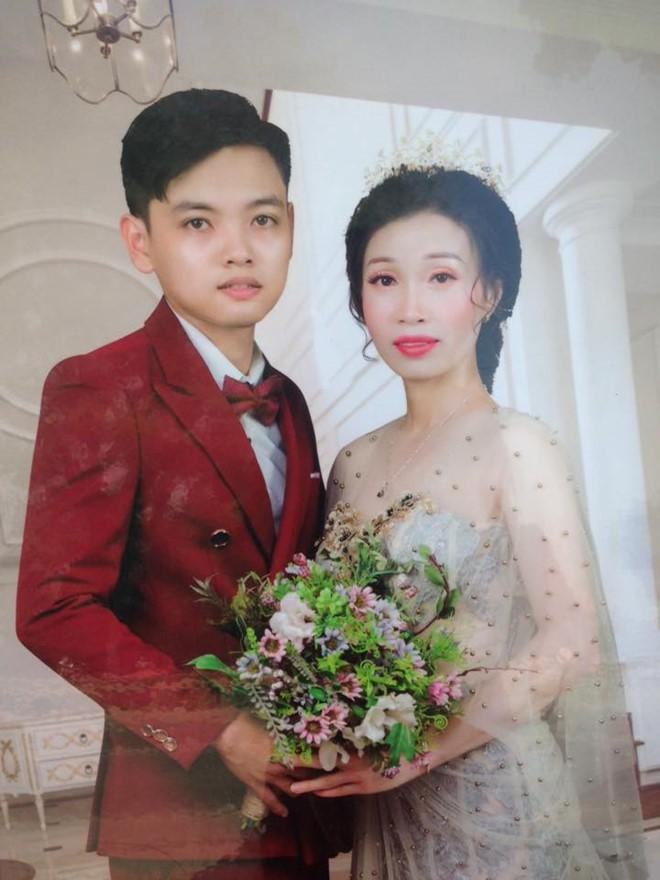 Cô dâu hơn chú rể 10 tuổi ở Hưng Yên