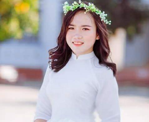 Nữ sinh người dân tộc Thái – Hà Thị Vân