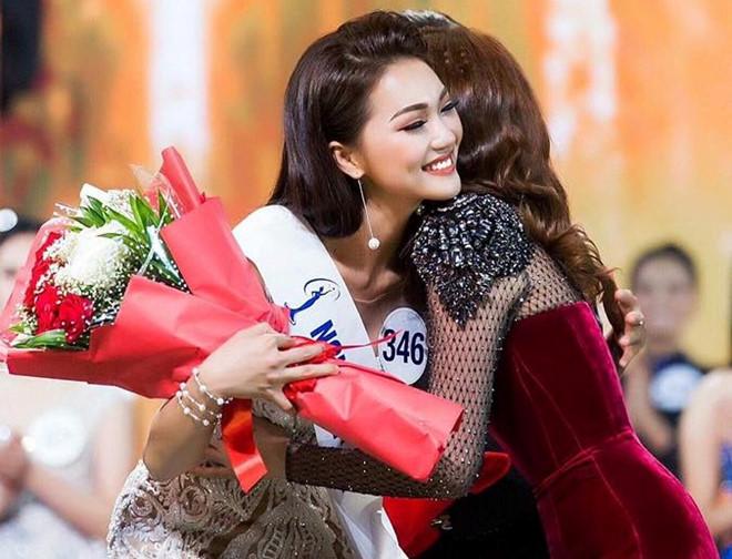 Cô từng đạt giải Gương mặt đẹp nhất Hoa hậu Hoàn vũ Việt Nam 2017.