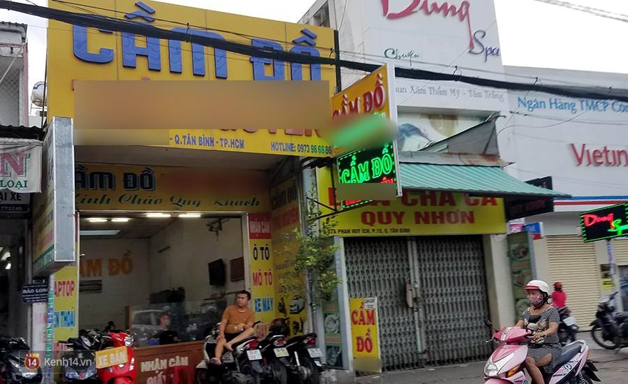 Tiệm cầm đồ trong mùa World Cup luôn chật kín xe máy của dân cá độ mang đến cầm.