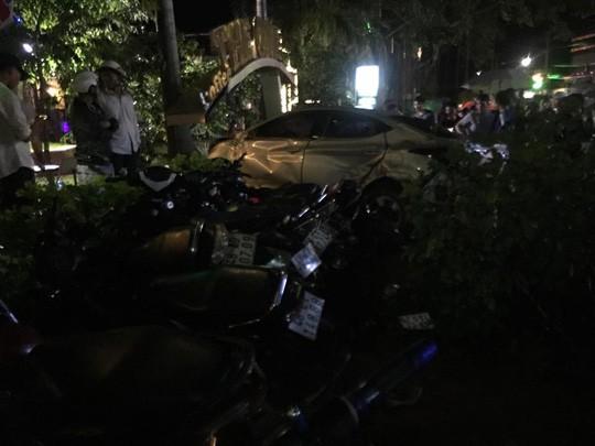 Vụ tai nạn làm 2 người chết, 1 người bị thương nặng, hư hỏng 16 phương tiện