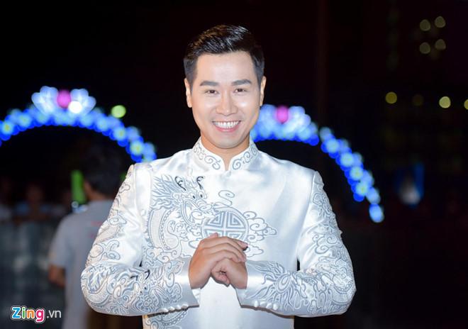 Nguyễn Khang đảm nhận vai trò MC đêm chung khảo cùng Minh Hà.