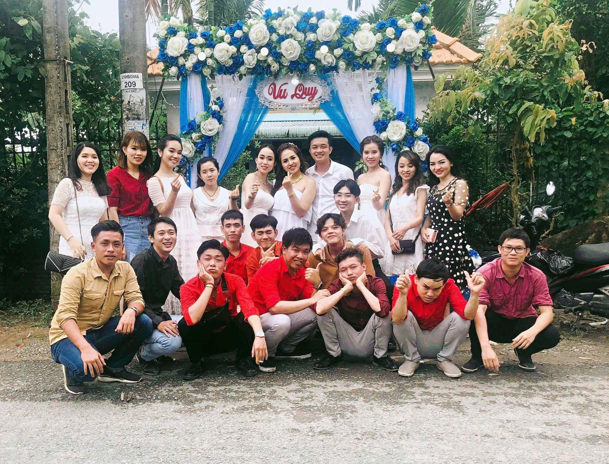 Cô dâu bên những người bạn của mình