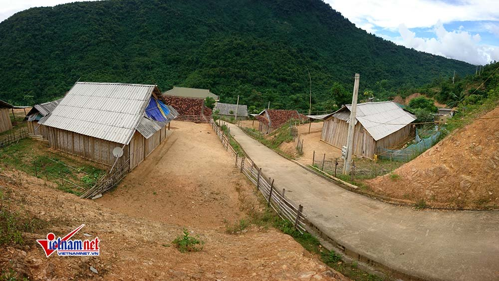 Dù được chuyển đến địa điểm mới, bản Xốp Mạt vẫn vắng vẻ, ít người sinh sống