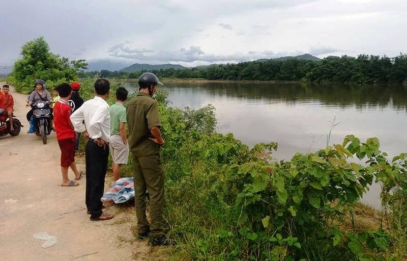 Khu vực sông phát hiện thi thể người phụ nữ. Ảnh: Đắc Thắng.