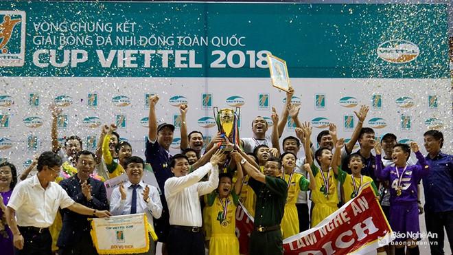 U11 SLNA đăng quang Giải bóng đá nhi đồng toàn quốc. Ảnh: Báo Nghệ An.