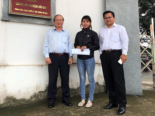Thạch Thị Bé Trúc cùng các LSTrịnh Công Minh,Kim Ron Thatại Công an huyện Củ Chi.
