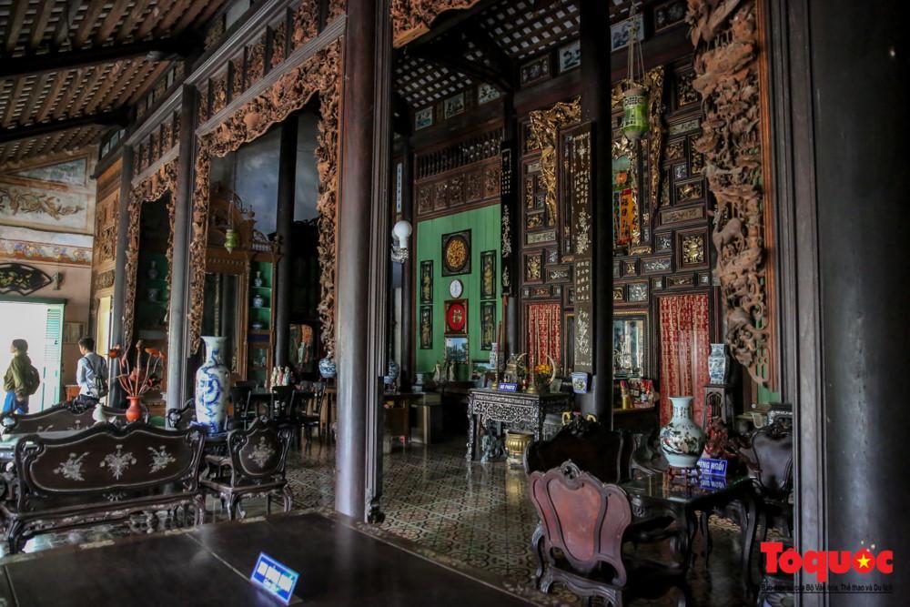 Nhà thờ họ Dương là công trình kiến trúc cổ có giá trị và được Nhà nước xếp hạng Di tích cấp quốc gia. Dù kiến trúc chịu ảnh hưởng của nghệ thuật phương Tây, nhưng vẫn giữ được nét truyền thống dân tộc.