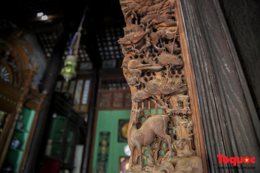 Đây là những kiệt tác chạm khắc gỗ được thực hiện từ bàn tay khéo léo của các nghệ nhân xuất sắc bậc nhất thời đó.