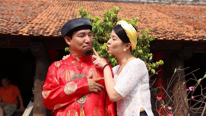 Nghệ sĩ Kim Oanh và Quang Thắng trong hậu trường phim
