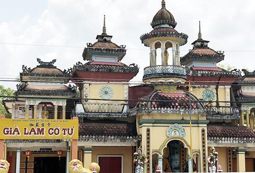 Già Lam Cổ Tự được xây dựng theo lối kiến trúc Ấn Độ. Ảnh: Cửu Long.