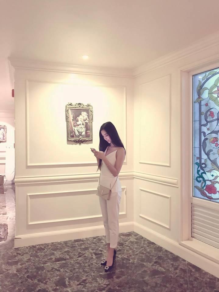 Chiều cao 1,68 m và thân hình chuẩn là lợi thế của Thúy An, giúp cô có thể diện nhiều kiểu trang phục khác nhau. Sau cuộc thi Hoa hậu Việt Nam 2018, lượng theo dõi trang cá nhân của 9X tăng lên gần 5.000.
