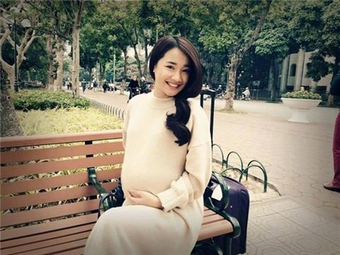 Nhã Phương và Trường Giang đều im lặng, từ chối trả lời về thông tin nữ diễn viên đã sinh con.