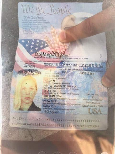 Hộ chiếu của cô gái.