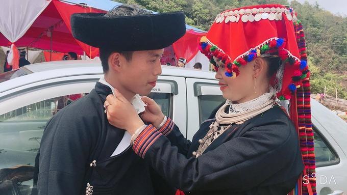 Vương Long bên cô dâu Mây, 22 tuổi.