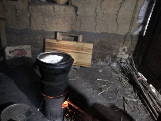 Rồi về nhà nấu cơm cho gia đình