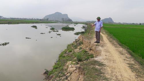 Sông Bùng đoạn qua xã Diễn Nguyên nơi phát hiện t.hi t.hể nạn nhân. (Ảnh: Đức Chung).