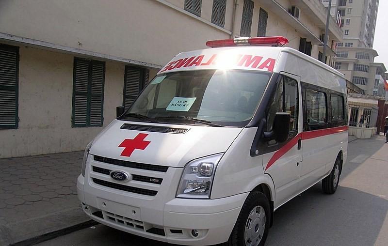 Một xe cứu thương đưa đi đăng ký, đăng kiểm. Ảnh minh họa.