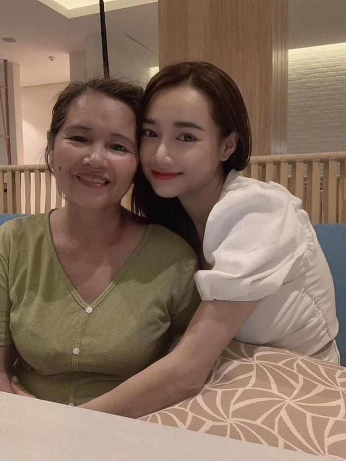Nhã Phương và mẹ của cô