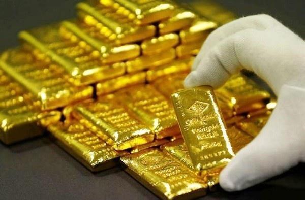 Giá vàng tăng vọt, thiết lập đỉnh mới ở mức 1.462 USD/ounce
