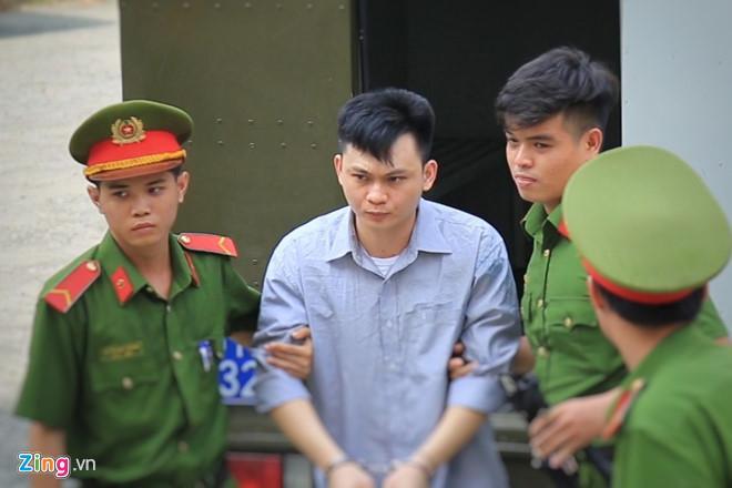 Bị cáo Vũ Ngọc Hiếu được đưa tới tòa. Ảnh: Trương Khởi.