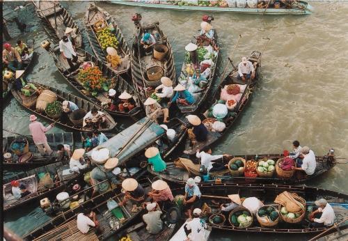 Chợ nổi Ngã Bảy, nét duyên của cô gái miệt vườn sông nước. Ảnh: Saigonstartravel.