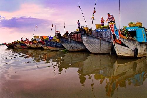 Chợ nổi Cái Bè vựa trái cây của đồng bằng sông Cửu Long. Ảnh: Mientay.