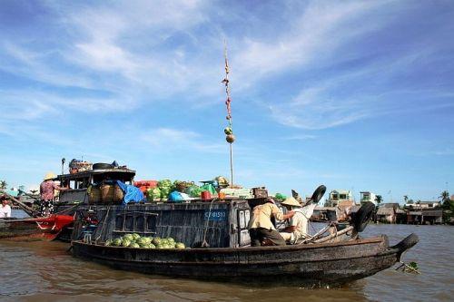 Chợ nổi Trà Ôn, ngôi chợ lâu đời và đậm nét văn hóa vùng sông nước. Ảnh: Blogspot
