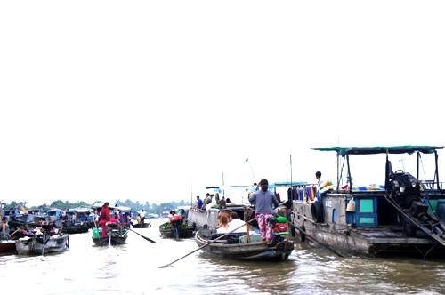 Chợ nổi Cái Răng là điểm đến đặc biệt ở Cần Thơ. Ảnh: Hương Chi.