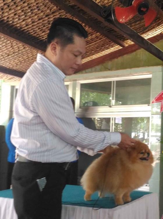 Biểu diễn chó đẹp tại buổi họp báo. Ảnh: CÔNG QUANG