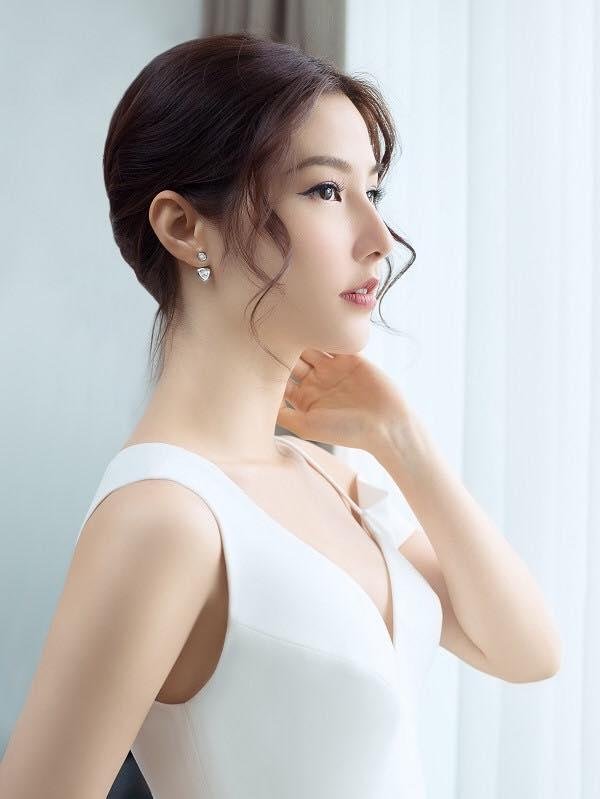 Diễm My lấp lửng cho hay: