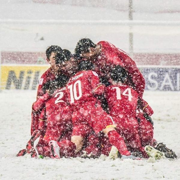Đây có lẽ là hình ảnh đẹp nhất, gây ấn tượng nhất của các chàng trai U23 trong trận chung kết