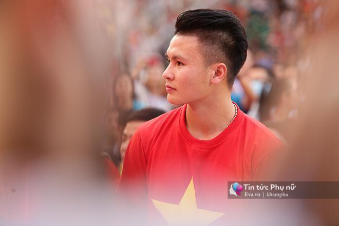 Góc nghiêng đầy nam tính của tiền vệ Nguyễn Quang Hải - người hùng với những bàn thắng đẹp như mơ vào lưới đối thủ.