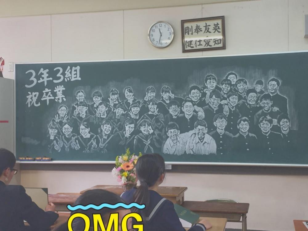 Bức ảnh tuyệt vời của người cô gắn bó với lớp suốt 3 năm học.
