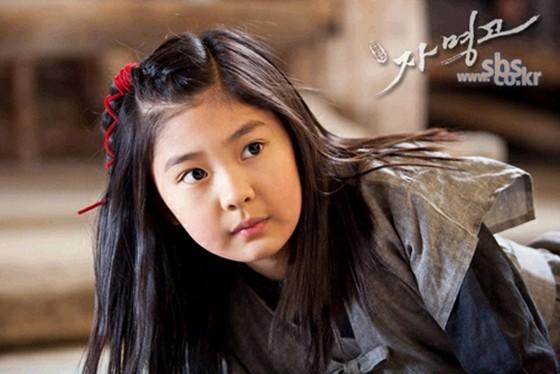 Lee Young Yoo từng là sao nhí được đánh giá cao về ngoại hình. Cô bé gây ấn tượng với hình ảnh nhóc tì tinh nghịch trong