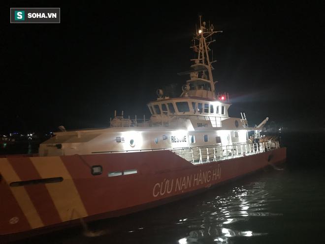 22h ngày 2/7, con tàu cứu hộ đưa 7 thuyền viên về đến cảng Cửa Lò.
