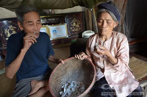 : Vợ chồng cụ Biện nhiều năm ăn đất ngói
