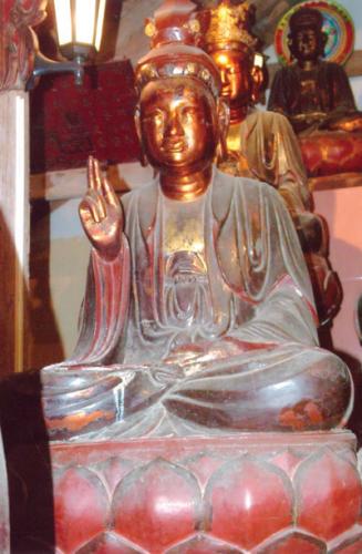 Bài trí tượng Phật ở chính Điện   Mộc bản trang trí hình cuốn thư