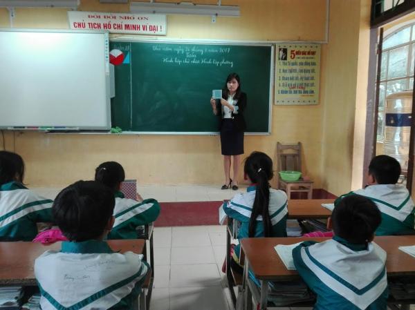 Bài giảng trên lớp luôn đầy đủ đồ dùng dạy học giúp cô Phương thêm tự tin