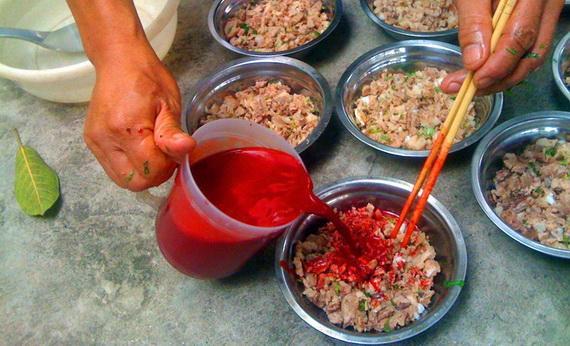 Tiết canh không có tác dụng chữa bệnh trong Đông y cũng không phải thực phẩm có tính mát.