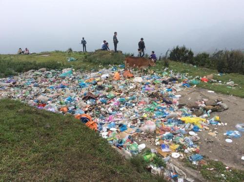 Tình trạng này tái diễn nhiều lần sau các kỳ nghỉ lễ trước đây. Tuy có nhiều chiến dịch kêu gọi không vứt rác bừa bãi và dọn rác tình nguyện, khu du lịch vẫn bị
