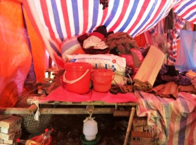 Vật dụng trong nhà đến 90% là đồ cũ do người khác mang đến cho.