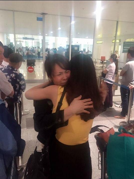 Cuộc hội ngộ trong nước mắt với mẹ sau 11 năm xa nhau của 2 mẹ con Tâm