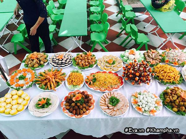 Bữa buffet này được tổ chức tại trường mầm non Hồng Hà, thành phố Vĩnh Yên, tỉnh Vĩnh Phúc