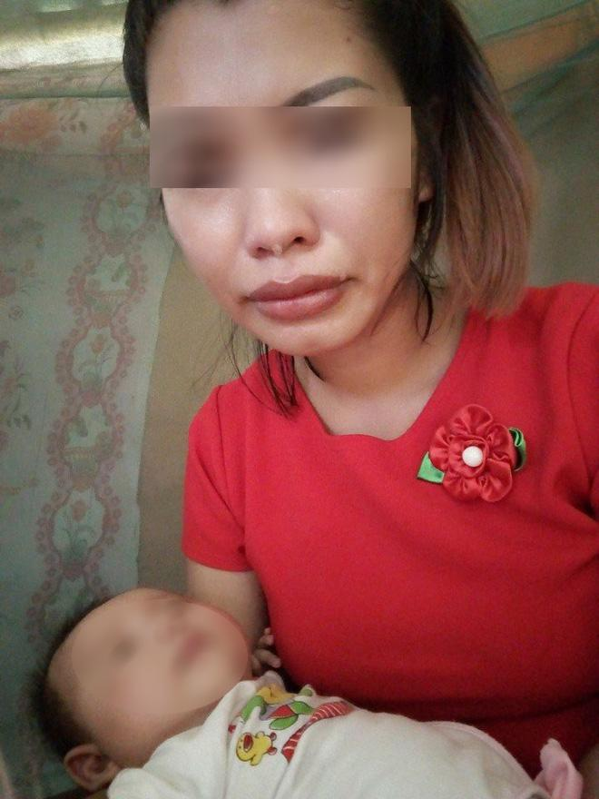 Người mẹ 2 con khóc nghẹn, kể về cuộc đời bèo bọt của mình.