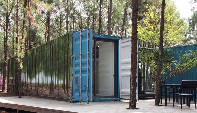 Sau gần một tháng thi công, không gian nghệ thuật Art in the Forest đón những khách tham quan đầu tiên ngày 28/10. Tại đây, ấn tượng nhất là chiếc container ẩn dưới lớp
