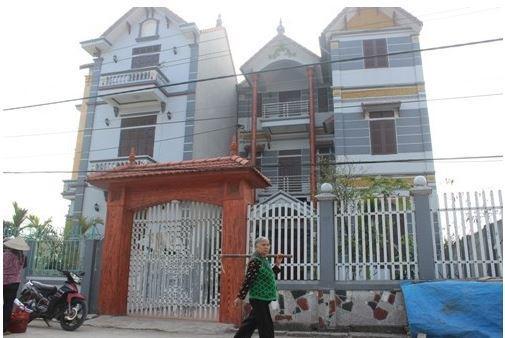 Những ngôi biệt thự nằm san sát nhau khiến làng Miêng Thượng trông nổi bật và khác hẳn với hình ảnh quen thuộc của những làng quê khác. Ảnh: Internet